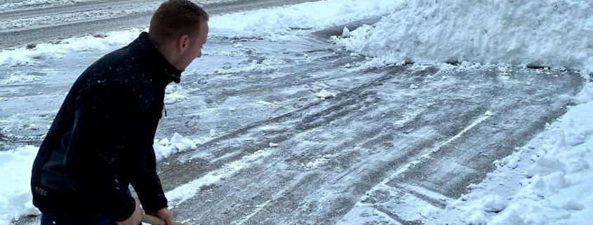 Schnee im Hunsrück! Schlitten und Schaufeln bei Meinhardt Sohren.